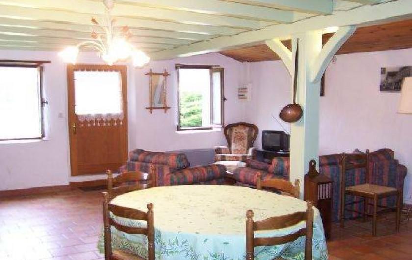 Location de vacances - Gîte à Piets-Plasence-Moustrou - Vue vers le salon et la porte d'entrée