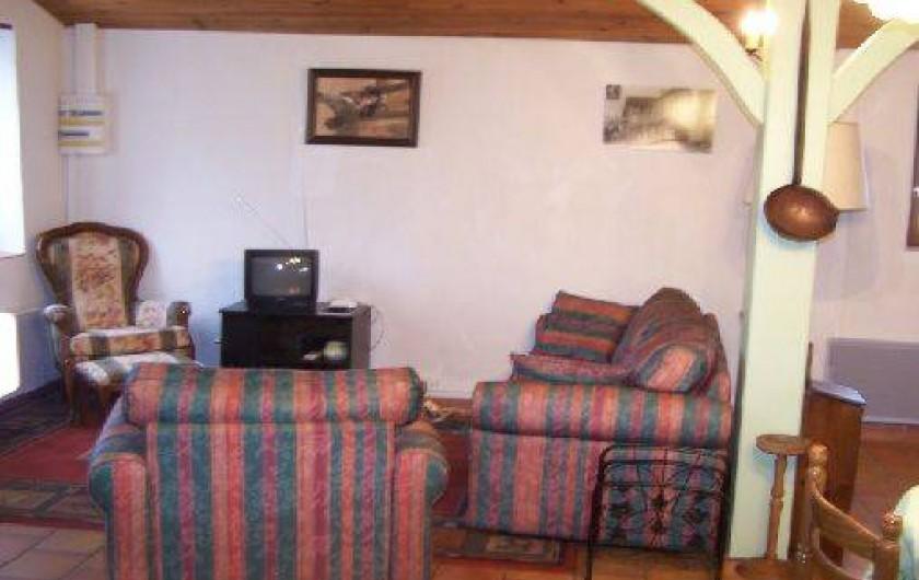 Location de vacances - Gîte à Piets-Plasence-Moustrou - Le coin salon, mais le meuble du téléviseur est à présent plus grand.