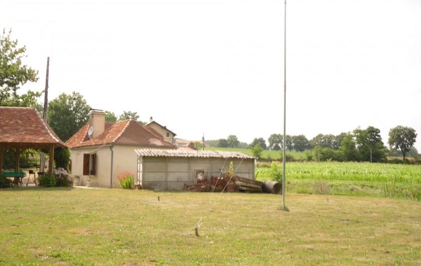Location de vacances - Gîte à Piets-Plasence-Moustrou - le gîte coté jardin