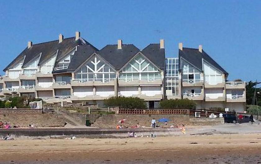Location de vacances - Appartement à Saint-Malo - Immeuble vue de la plage