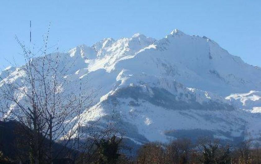 Location de vacances - Gîte à Bun - LE GABIZOS  sous la neige vu du gîte