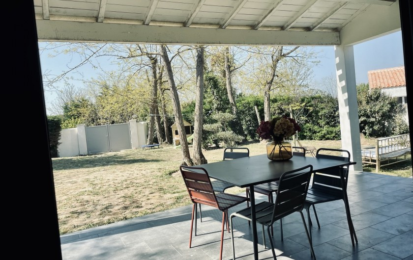 Location de vacances - Villa à La Brée-les-Bains - Terrasse couverte et jardin sécurisé