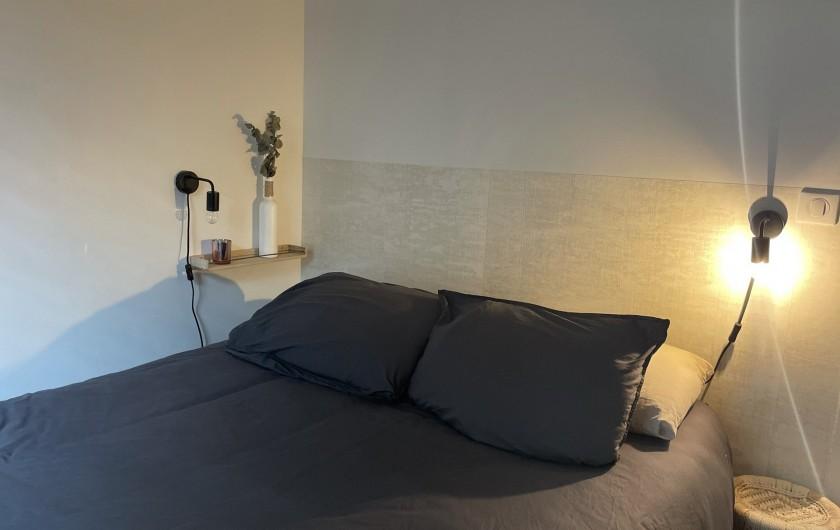 Location de vacances - Villa à La Brée-les-Bains - Chambre double, lit 140 & salle de bain/toilettes