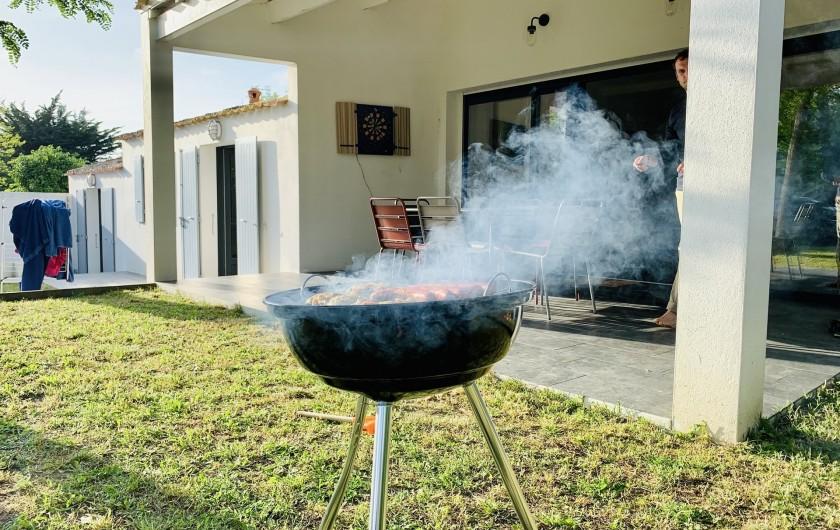 Location de vacances - Villa à La Brée-les-Bains - Barbecue Weber à disposition
