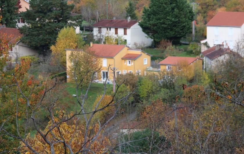 Location de vacances - Appartement à Cransac - Vue de la maison du haut du village