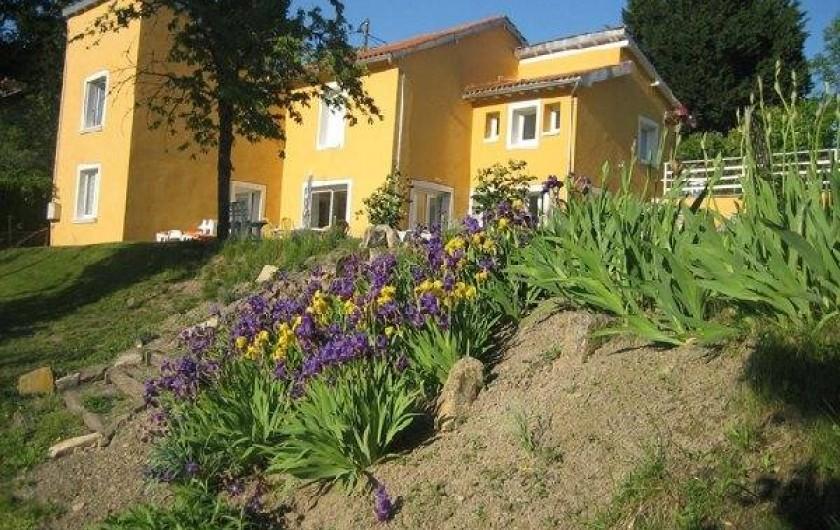 Location de vacances - Appartement à Cransac - Vue côté jardin