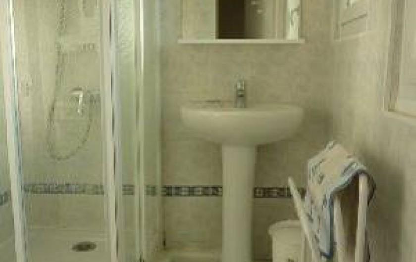 Location de vacances - Appartement à Cransac - Salle de bain