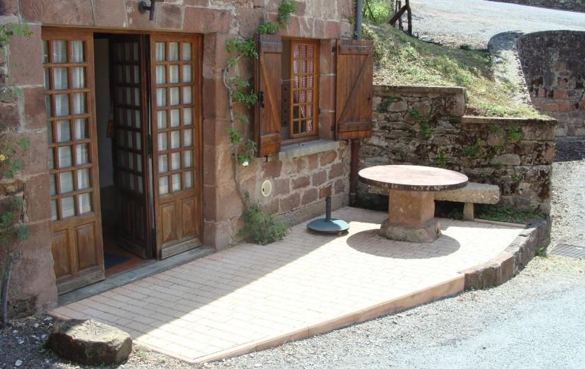 Location de vacances - Gîte à Saint-Cyprien-sur-Dourdou - Terrasse