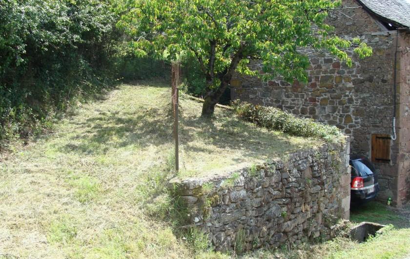 Location de vacances - Gîte à Saint-Cyprien-sur-Dourdou - Accès arrière maison