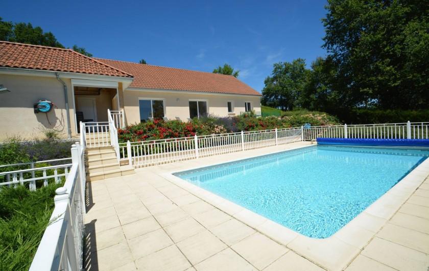 Location de vacances - Gîte à Terrasson-Lavilledieu - Piscine sans vis-à-vis