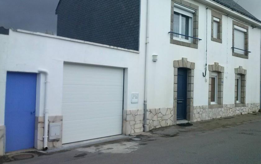 Location de vacances - Appartement à Belz - Entrée par le portillon bleu qui donne dans le jardin
