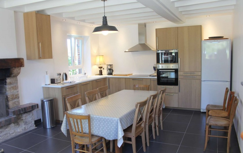Location de vacances - Gîte à Varennes-Changy - La cuisine équipée Lave vaisselle, plaque induction, four et micro-onde,...