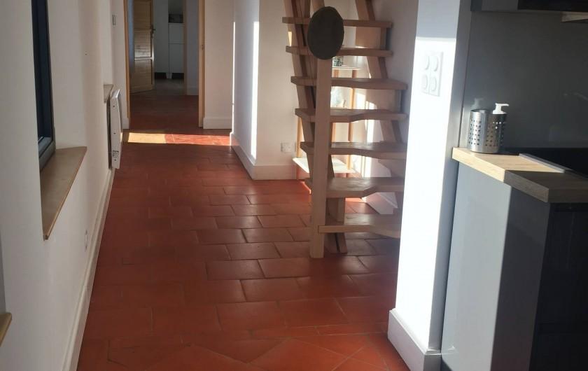 Location de vacances - Maison - Villa à Azincourt - Couloir vers les chambre et escalier
