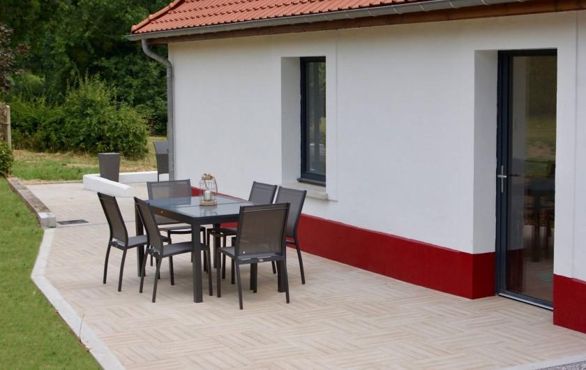 Location de vacances - Maison - Villa à Azincourt - Terrasse du côté de la cuisine