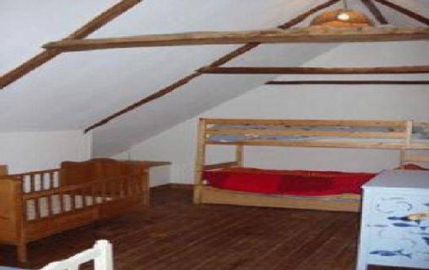 Location de vacances - Gîte à Goudelin - Chambre enfants : avec un lit simple, 2 lits superposés, un lit cage