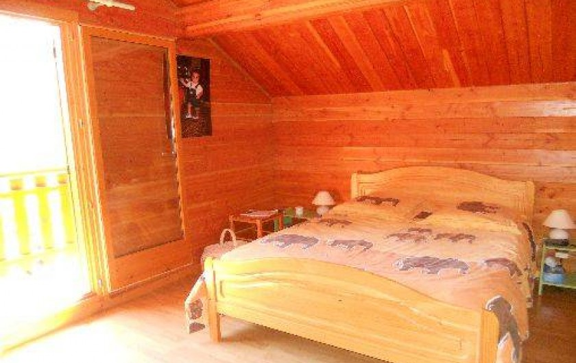 Location de vacances - Chalet à Montclar - Chambre 1 avec balcon exposition sud lit 2 places