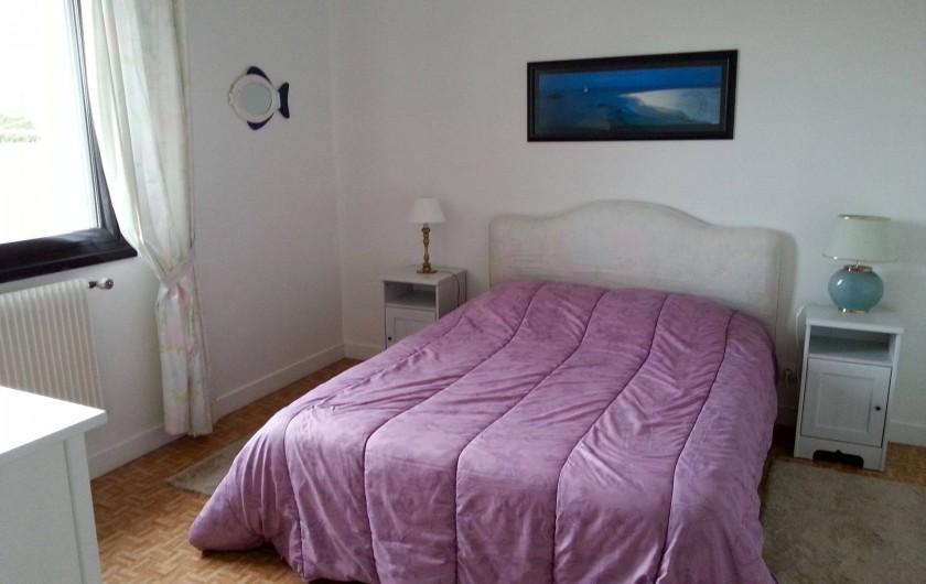 Location de vacances - Villa à Plougoulm - Chambre rez de chaussée vue mer