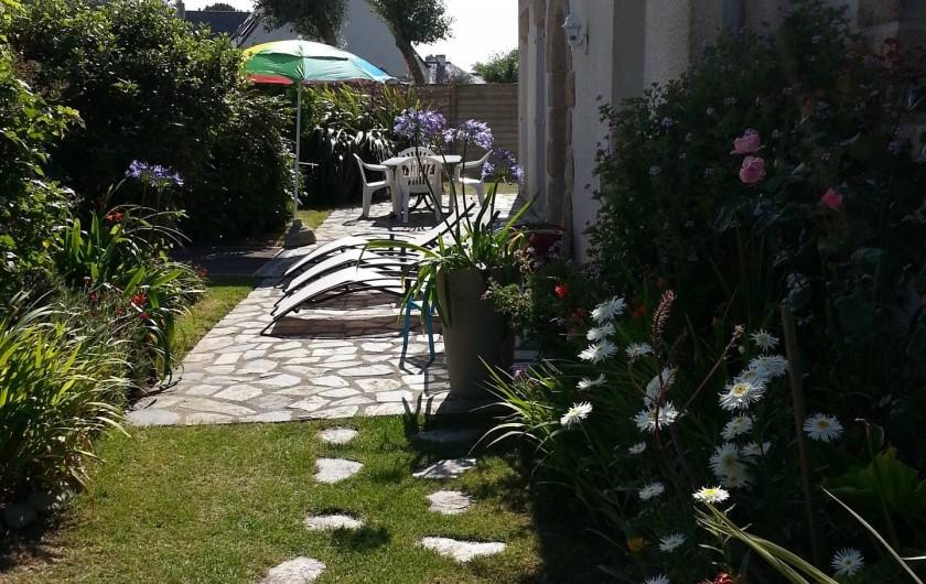 Location de vacances - Villa à Plougoulm - jardin et terrasse