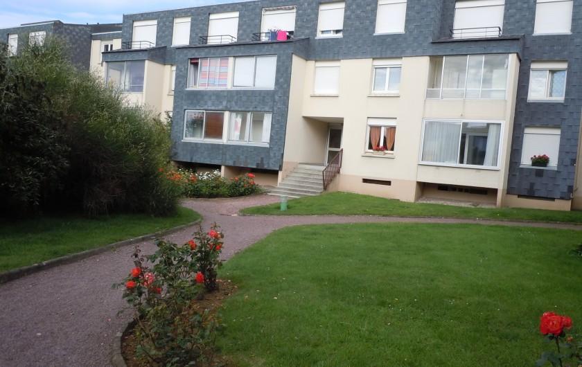 Location de vacances - Appartement à Courseulles-sur-Mer - Entrée de l'immeuble