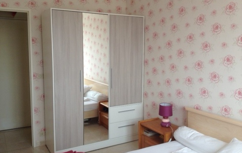 Location de vacances - Appartement à Courseulles-sur-Mer - Chambre côté armoire