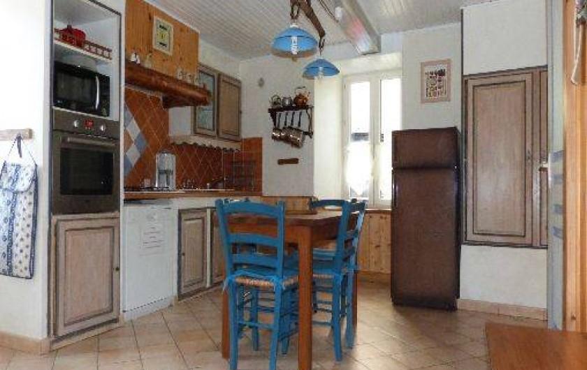 Location de vacances - Maison - Villa à Saint-Agnan-en-Vercors - La cuisine ouverte sur le salon-salle à manger