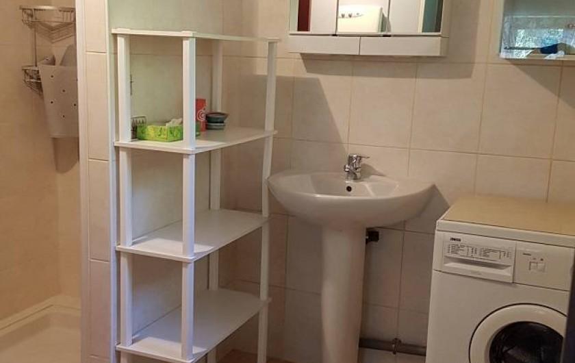 Location de vacances - Gîte à Lassouts - Salle d'eau avec douche