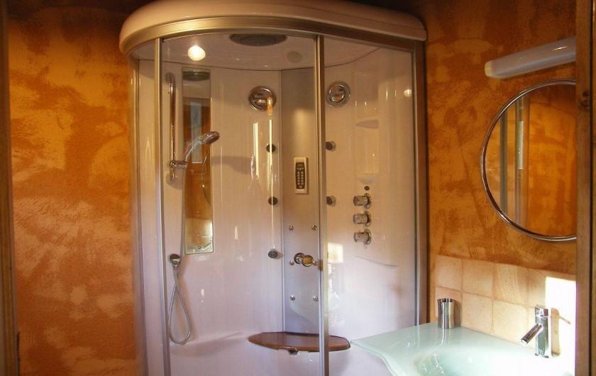 Location de vacances - Gîte à Saint-Germain-de-Livet - douche balnéo hamman