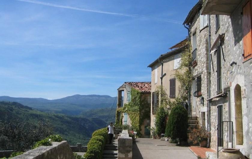 Location de vacances - Villa à Saint-Cézaire-sur-Siagne - Vue du village sur les gorges de la Siagne