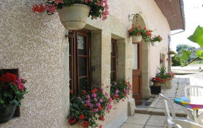 Location de vacances - Chambre d'hôtes à Charézier - La façade  de l'auberge