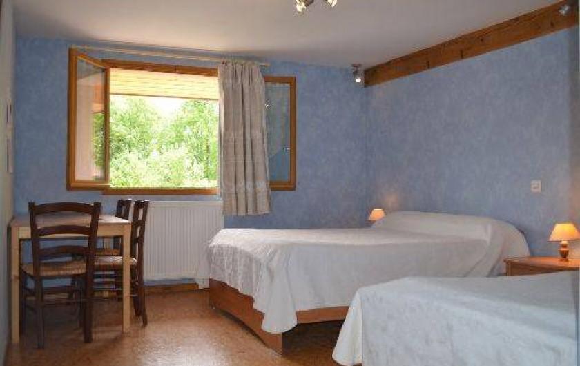 Location de vacances - Chambre d'hôtes à Charézier - Chambre de 3 personnes
