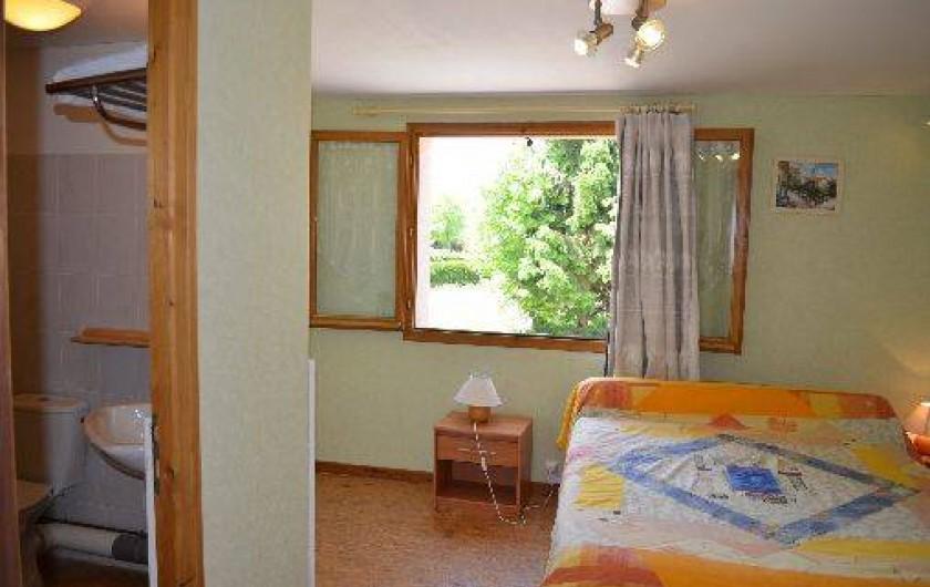 Location de vacances - Chambre d'hôtes à Charézier - Chambre de 2 personnes