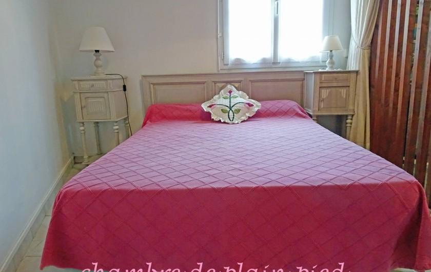 Location de vacances - Gîte à Saint-Igeaux - chambre de plain pied