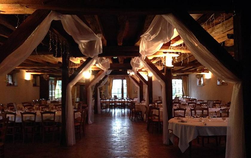 Location de vacances - Chambre d'hôtes à Champignelles - Mariage dans la grande salle de réception