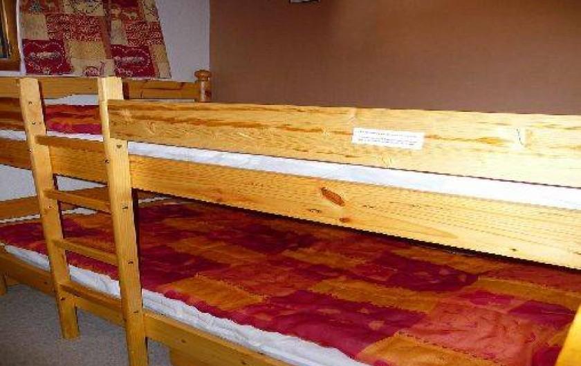 Location de vacances - Studio à Pralognan-la-Vanoise - lits dans la cabine