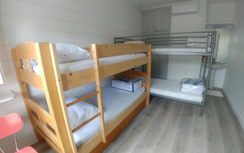 Location de vacances - Villa à La Tranche-sur-Mer - Chambre enfants avec lavabo