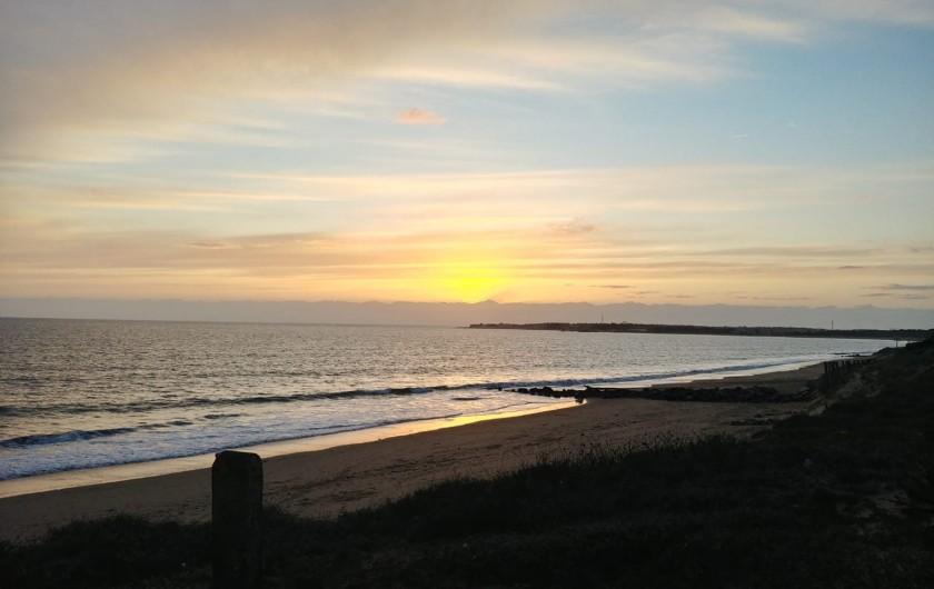 Location de vacances - Villa à La Tranche-sur-Mer - Plage, côté La Tranche sur Mer, au couché du soleil