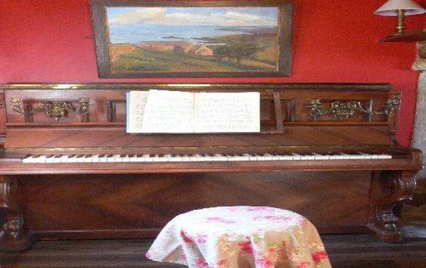 Location de vacances - Maison - Villa à Éculleville - piano dans salon