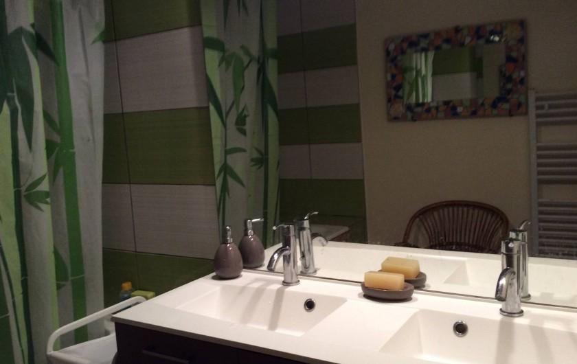 Location de vacances - Appartement à Juan les Pins - salle de bain