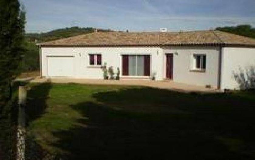 Location de vacances - Villa à Cazouls-lès-Béziers - façade coté sud