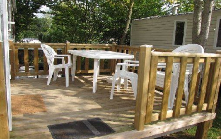 Location de vacances - Camping à Onzain - petite terrasse mi-ombragé