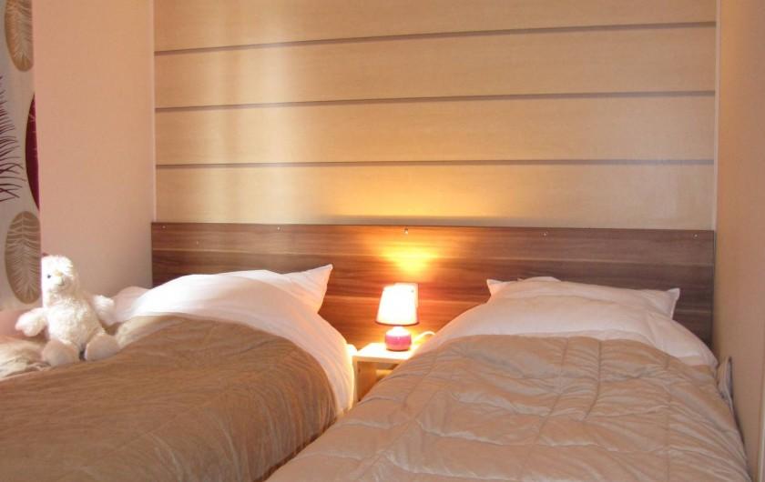 Location de vacances - Camping à Onzain - petite chambre avec lits jumeaux (possibilité de les rassembler)