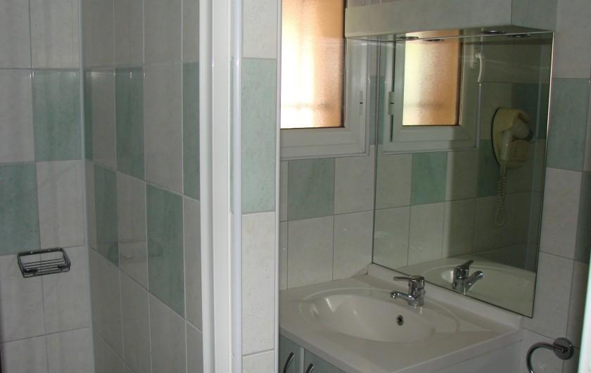 Location de vacances - Appartement à Guchen - Salle d'eau avec sèche-cheveux