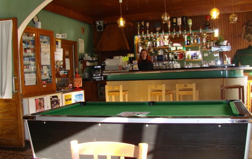Location de vacances - Appartement à Guchen - Le bar tabac que tient Christine