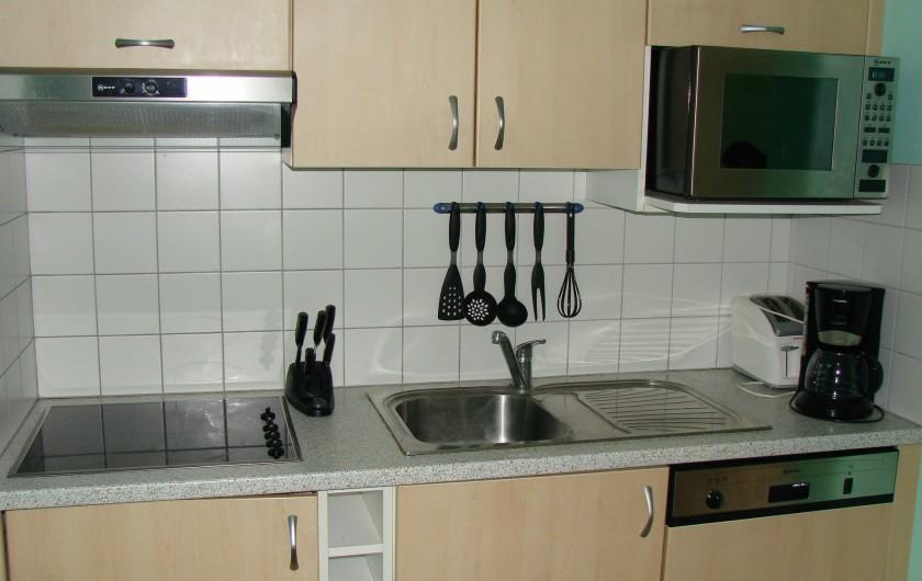 Location de vacances - Appartement à Guchen - Cuisine avec grille pain et cafetière