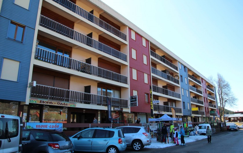 Location de vacances - Appartement à Lélex - Appart au 2ème à gauche volets chambre et baie ouverts