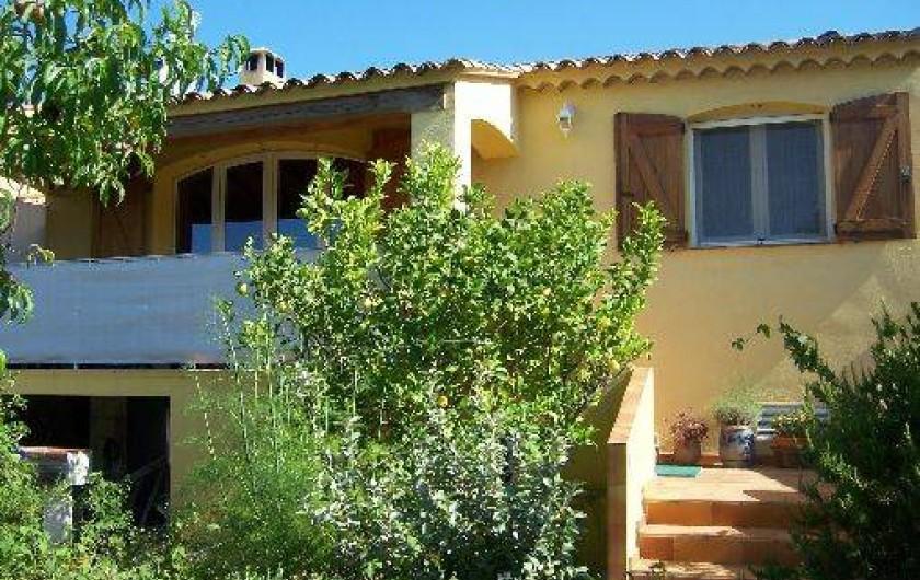 Location de vacances - Villa à La Cadière-d'Azur - cadre boisé dans un jardin de 500m carrés.