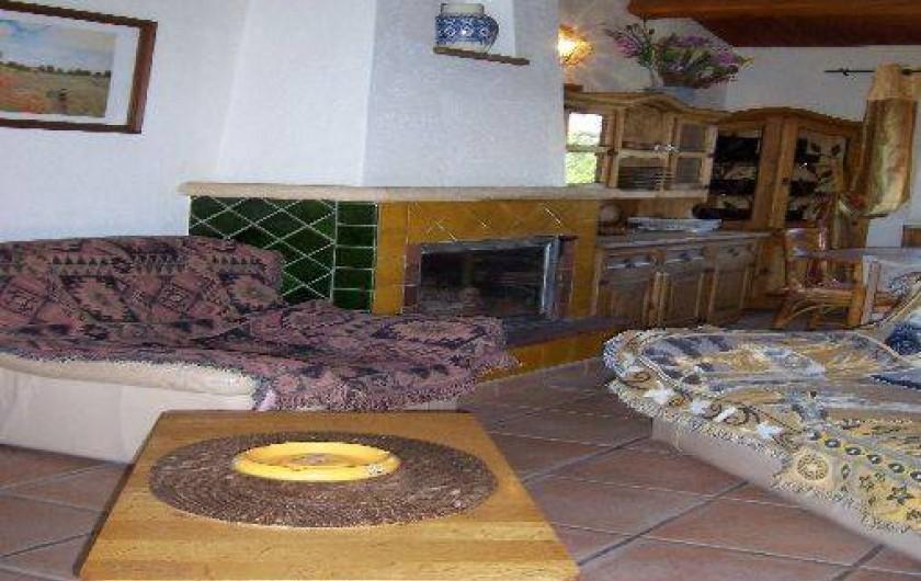 Location de vacances - Villa à La Cadière-d'Azur - coin salon avec télé et chaine hifi.