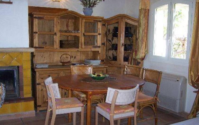 Location de vacances - Villa à La Cadière-d'Azur - coin salle à manger.