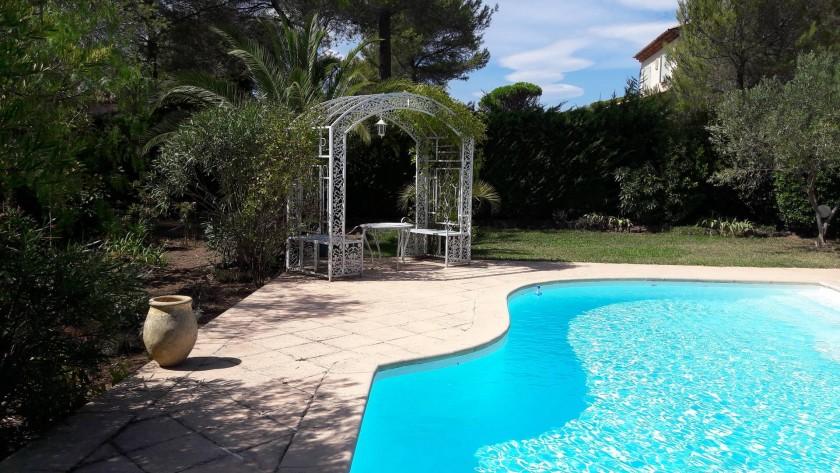 piscine non chauffée mais à 30° environ en été(horaires) gloriette détente