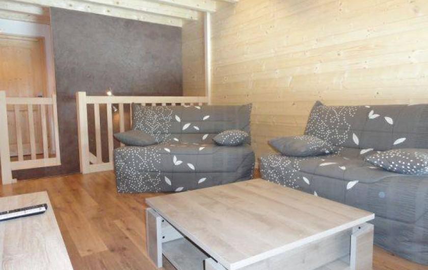 Location de vacances - Appartement à Les Gras - salon en mezzanine